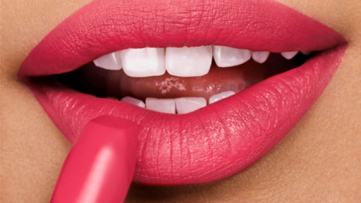 What lip colour should I wear? 5 Tips to choosing lip colour to match your skin colour.
